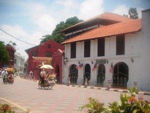 Salah satu sudut Melaka dan beberapa becak khas Melaka