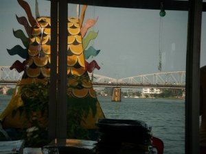 Dragon boat di Perfume River.