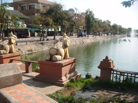 Salah satu taman dan sungai di Montrara