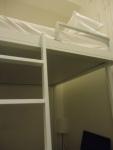 Ranjang sebelah atas di kamar tidur untuk bertiga di 5footway Inn Sultan Mosque.