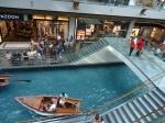 Agak garing sih, berdayung-dayung di dalam mall yang terasa modern begini.  Lebih asyik di Venetian Macau.