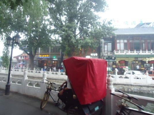Bayangkan becak seperti ini ngebut.