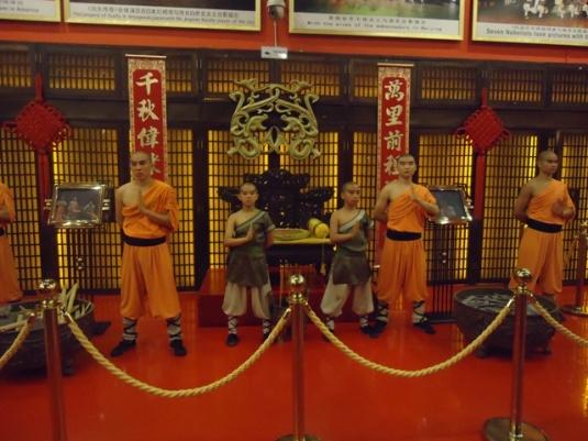 Kalau pertunjukan kung fu di the Red Theater, nah itu keren. Pantas sekali ditonton!