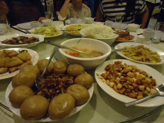 Di Beijing terdapat tempat makan yang menawarkan hidangan dari berbagai penjuru Cina.  Beda-beda lho bahan, bumbu, dan tentu rasanya!  Yang ini hidangan khas Sichuan.