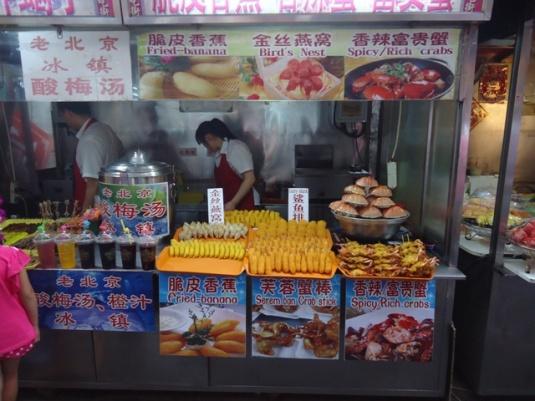 Sebagian dari aneka ragam jajanan yang tersedia di Wangfujing,