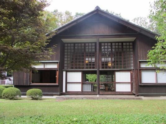 Rumah rancangan arsitek Mayekawa Kunio untuk dirinya sendiri pada 1942, ketika Perang Dunia Dua sedang berlangsung dan sulit untuk memperoleh bahan bangunan.