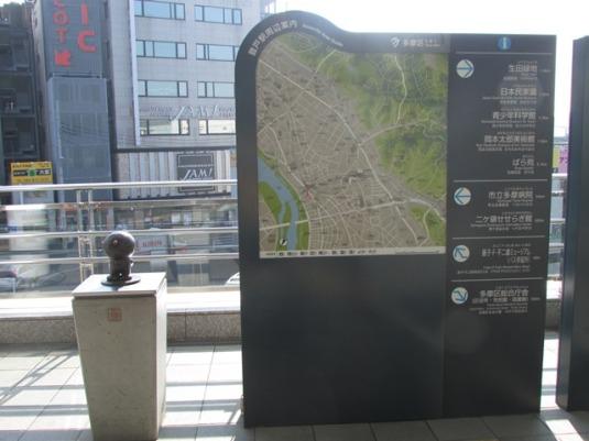 Di stasiun Noborito pun ada patung kecil Doraemon.