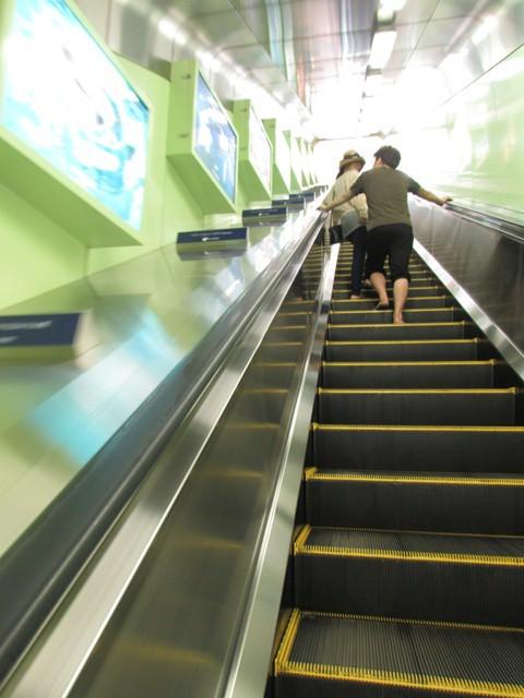Salah satu eskalator bagian dari rangkaian Enoshima Escar.